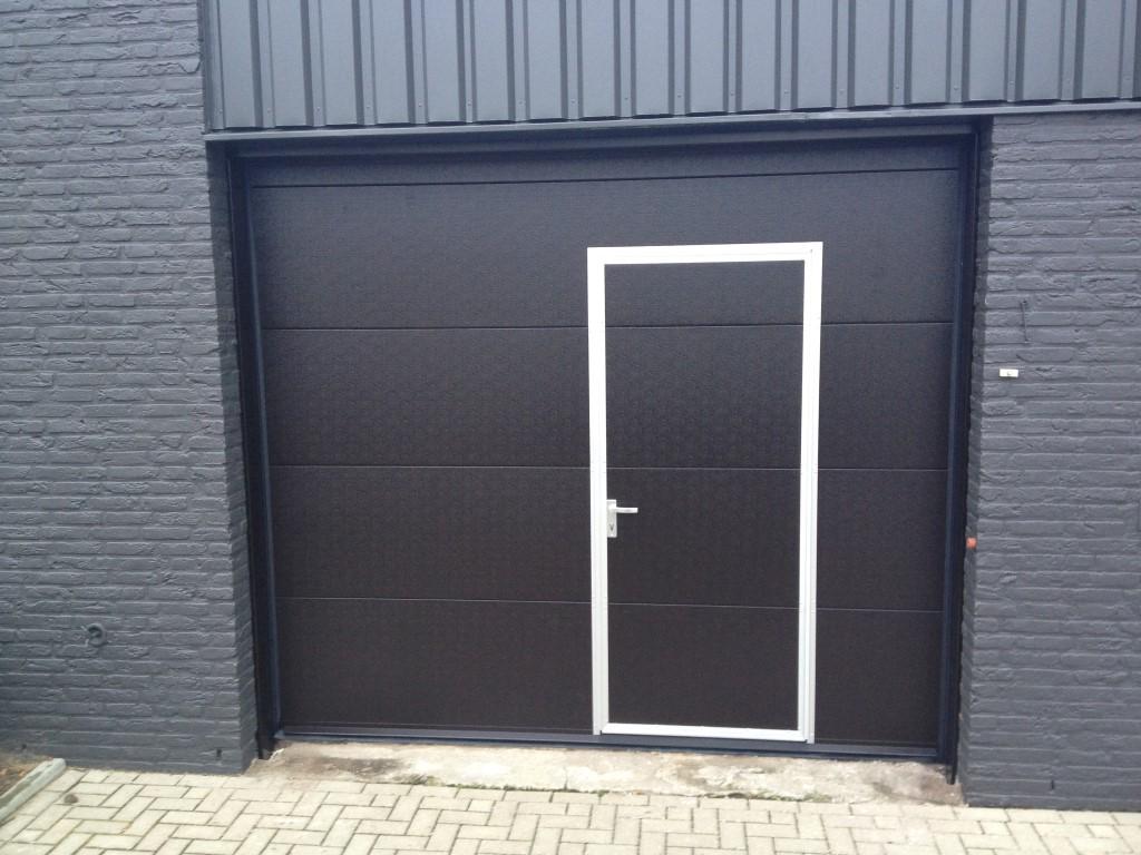 Bedrijfsdeur Met Loopdeur Different Doors Garagedeuren
